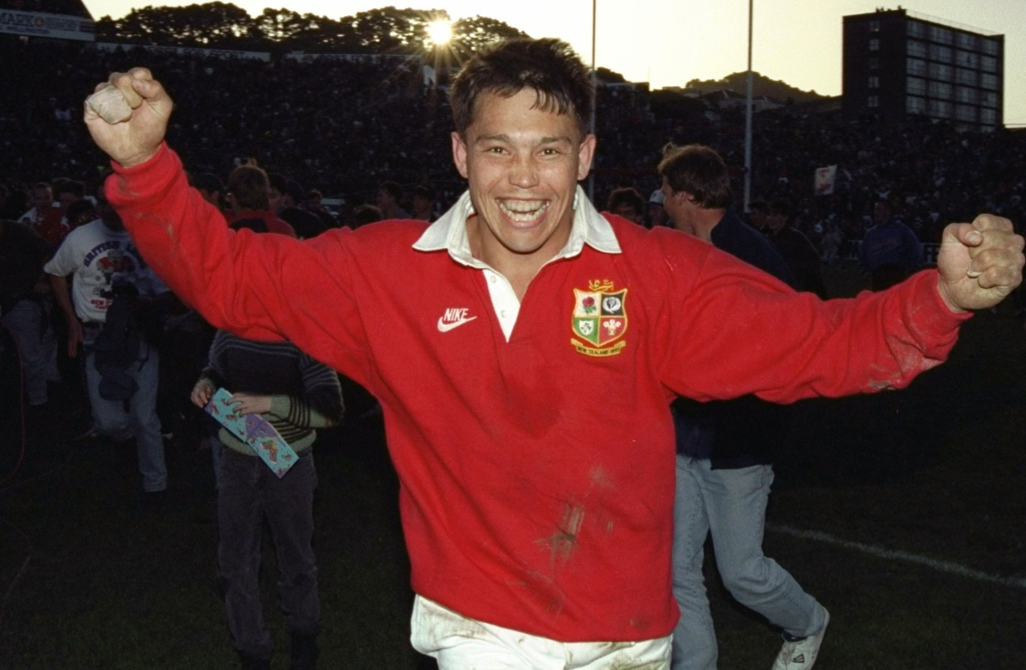 rory underwood celebrates victory 2nd test 1993